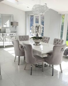 Dining Room Table Decor, Decor Home Living Room, Glam Living Room, Elegant Dining Room, Luxury Dining Room, Dining Room Design, Dining Room Furniture, Grey Dining Room Chairs, Dining Room Inspiration