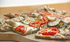 Den monstersunne lavkarbo-pizzaen er midt i blinken for alle som helst vil spise pizza hver eneste dag. Bunnen er med nøtter, og toppingen velger du selv!
