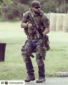 Airsoft hub is a social network that connects people with a passion for airsoft. Talk about the latest airsoft guns, tactical gear or simply share with others on this network Military Gear, Military Equipment, Military Weapons, Military Life, Tactical Beard, Military Special Forces, Airsoft Gear, Combat Gear, Tac Gear