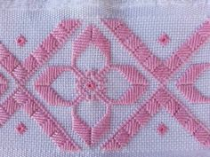 Risultati immagini per ponto reto Types Of Embroidery, Learn Embroidery, Ribbon Embroidery, Embroidery Patterns, Hardanger Embroidery, Cross Stitch Embroidery, Cross Stitch Borders, Cross Stitch Patterns, Needlepoint Stitches
