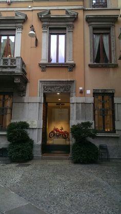 Milano antique shop