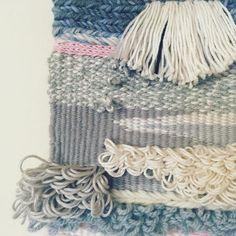 Close up... 〰️✨〰️✨〰️ . . #tapestry #wovenwallhanging #woventapestry #textileart #wallhanging #handmade #makatka #kilim #kreatywnamama #rękodzieło #craftymama #creativelifehappylife #greyscale