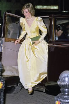Princess Diana Arriving In Rolls Royce Limousine Car For The Premiere Of The Film 2010 In London Wearing A Satin Evening Dress Designed By Fashion Designer Murray Arbeid Get premium, high resolution news photos at Getty Images Princesa Diana, Princesa Real, Princess Diana Dresses, Princess Diana Fashion, Lady Diana Spencer, Royal Princess, Princess Of Wales, Gown Pictures, Queen Pictures