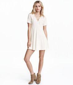 Geripptes Kleid mit Schnürung | Weiß | Ladies | H&M DE