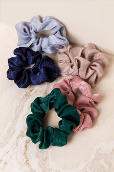 Stylish Women's Hair Accessories – Elizabeth Corona – Hair Clips Scrunchies, 90s Accessories, Hair Accessories For Women, Accesorios Casual, 90s Hairstyles, 90s Aesthetic, Hair Ties, Stylish, Satin