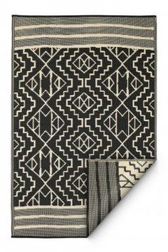 These beautifully crafted rugs are made following the fair trade principles. Fab Rugs add a touch of elegance to your home décor. They are made using premium quality recycled plastic straws which are