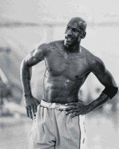 "Michael Jordan on Instagram: ""Old but gold. 🐐 . . . . #michaeljordan #nba #jordan #basketball #mj #airjordan #lebronjames #nike #mjmondays #kobebryant #jordans…"" Mike Jordan, Michael Jordan Basketball, Jeffrey Jordan, Foto E Video, Photo And Video, Kobe Bryant, Lebron James, Athlete, Air Jordans"