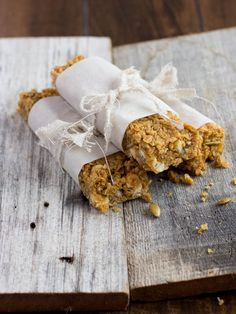 Pumpkin Spice Granola Bars - easy to make at home and so much tastier than the storebought granola bars
