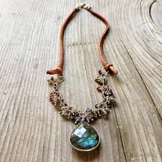Leather and labradorite Beaded Necklace, Pendant Necklace, Labradorite, Jewelry Design, Pendants, Leather, Beaded Collar, Pearl Necklace, Beaded Necklaces
