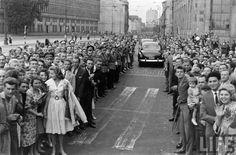 Nixon in Poland 1959. Are you on this picture? Wizyta Nixona w Polsce, 1959. Jesteś na tej fotografii?