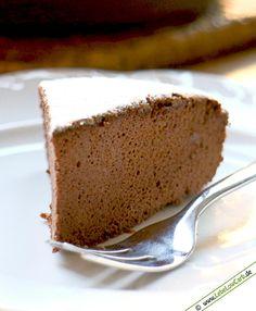 Sehr fluffiger Low Carb Schoko-Souffle-Kuchen. Ein Traum für Schokoladenliebhaber. Mit nur drei Zutaten ein sehr leichtes und leckeres Low Carb Backrezept. Low Carb Schokolade findet Ihr in unserem Online-Shop unter http://www.foodonauten.de/produktkategorie/low-carb-schokoladen/