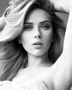 "Scarlett Johansson  Born: November 22, 1984, New York City  Height: 5' 4"" (1.63 m)"