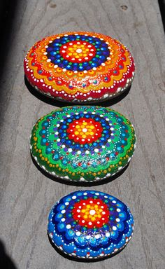 Tres piedras de río pintadas piedras-paz / Mandala de piedras