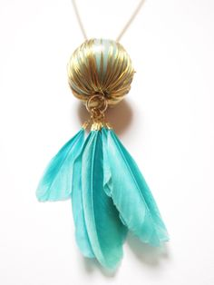 Feathered wire ball necklace in turquois and gold.