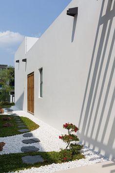 Mandai Courtyard House by Atelier M A