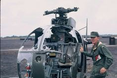 Vietnam History, Vietnam War Photos, Helicopter Plane, Military Helicopter, All Hero, Vietnam Veterans, Helicopters, Choppers, Military History