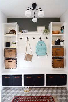 at this mudroom! Here's how to hack it in a day Look at this mudroom! Here's how to hack it in a day - IKEA HackersLook at this mudroom! Here's how to hack it in a day - IKEA Hackers Entrada Ikea, Hm Deco, Hacks Ikea, Ikea Hack Storage, Diy Hacks, Storage Ideas, Storage Units, Ikea Hack Bench, Ikea Closet Hack