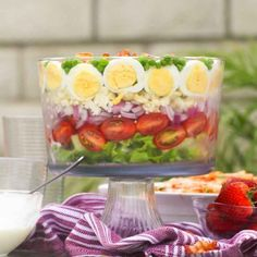 7 Layer Salad - easy, loaded and scrumptious makeahead salad with layers of lettuce, tomatoes, red onions, etc. A great summer picnic food and for potlucks! Potato Recipes, Veggie Recipes, Salad Recipes, Veggie Food, 7 Layer Salad, Cooking Tips, Cooking Recipes, Make Ahead Salads, Jelly Shots