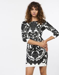 ae42fd9363ea BSB 79.90€ - Εφαρμοστό φόρεμα με αποτύπωμα