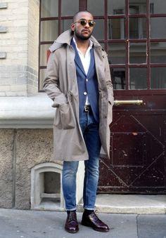 """ファッションが華やかになる季節の春。ワンランク上の着こなしを目指すなら""""スプリングコート""""は有力な選択肢だ。着回しバリエーションが広く、「キレイめスタイルからストリートスタイル」、「ジャケットからTシャツまで」合わせるスタイルやアイテムを選ばない。今回はスプリングコートにフォーカスして、注目の着こなし&アイテムを紹介! スプリングコート×ダメージジーンズ×ホワイトスニーカーコーデ スプリングコートにリップ加工の入ったブラックダメージジーンズとadidasのホワイトNMDスニーカーを合わせてストリートテイストをプラスしたコーディネート。インナーはホワイトTシャツを着込んで抜け感を演出。  fashiontap HERNO(ヘルノ) RainCollection コットンナイロンステンカラーコート 1949年に当時25歳だったジョゼッペ・マレンツィ氏がLesaにHERNO社を設立したことが始まり。コットンにナイロンを混紡した高級感と張りと腰のある美しい生地で仕立てられたステンカラーコート。撥水加工も施されているため、梅雨の時期にも活躍を期待できる。台衿には..."""