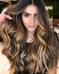 Balayage hair is suitable for light and dark hair, almost all lengths except very short haircuts. Today I want to show you the most gorgeous balayage hair dark color ideas. Balayage has become the biggest trend in recent seasons, and it's not over Brunette Hair Color With Highlights, Ombre Hair Color, Cool Hair Color, Hair Highlights, Golden Highlights, Highlights For Brunettes, Brunette With Blonde Balayage, Chocolate Hair With Caramel Highlights, Dark Brown Hair With Highlights Balayage