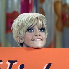 Pixie Hairstyles, Pixie Haircut, Vintage Hairstyles, Hairdos, Goldie Hawn Young, Goldie Hawn Kurt Russell, Kate Hudson, American Actress, Comedians