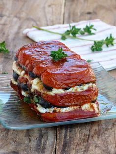 tomato terrine with sheep cheese Plats Healthy, Healthy Vegetable Recipes, Greens Recipe, Pinterest Recipes, Pinterest Food, Daily Meals, Chic Chic, Quick Easy Meals, Queso
