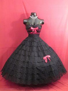 Vintage 1950's 50s STRAPLESS Black Lace Tiered von VintageVortex