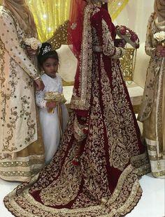 43 new ideas wedding dresses indian men bridal lehenga Asian Wedding Dress, Pakistani Wedding Outfits, Indian Bridal Lehenga, Pakistani Wedding Dresses, Bridal Outfits, Indian Dresses, Indian Outfits, Bridal Gowns, Red Lehenga