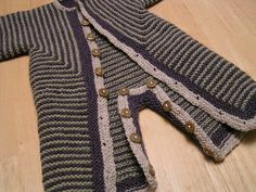 """I've expanded Elizabeth Zimmermann's brilliant Baby Surprise Jacket to be a full baby snow suit. I hope EZ would be honored by this """"unvention. Kids Knitting Patterns, Knitting For Kids, Baby Patterns, Crochet Patterns, Free Knitting, Suit Pattern, Romper Pattern, Free Pattern, Brei Baby"""