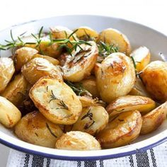 These Effortless Garlic Roasted Potatoes are the best roasted potato recipes ever! It's amazing that something so easy could taste so good. The rosemary and garlic complement each other well and make these potatoes stand out from the rest. Easy Roasted Potatoes, Roasted Potato Recipes, Rosemary Potatoes, Baked Potatoes, Roasted Garlic, Cook Potatoes, Greek Recipes, Vegan Recipes, Cooking Recipes