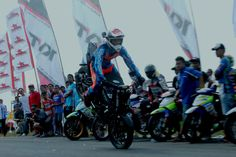 Wawan Tembong dan Endank Soekamti Yamaha Cup Race seri ke 5 di sirkuit Stadion Joyokusumo Pati, Jawa Tengah