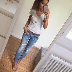 Fin de semaine en paillettes ✨! Bon vendredi les filles  #ootd#outfitoftheday#lookoftheday#dailylook#dailyoutfit#igers#igfashion#fashionpost#fashiondiaries#wiwt#whatiwore#mylook#glitter#glittershoes tee-shirt#petitbateau jean#Zara escarpins#patriciablanchet