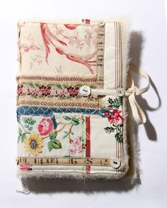 Ali Ferguson - Artist, embroiderer and collector of stories Handmade Journals, Handmade Books, Handmade Rugs, Handmade Crafts, Textiles, Bookbinding Tutorial, Fabric Journals, Art Textile, Collage