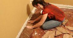 Esta mulher colou pedaços de papel no chão durante dias a fio. No final vais arrancar o teu chão e começar a colar papel