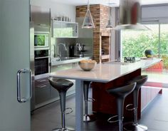 SANTOS kitchen. The washing up area is included in the base units against the wall and has steel fronts that give the kitchen a profesional feel.