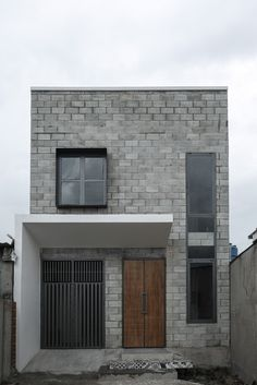 BDHOUSE / Architecture Studio - 5 Image 5 of 16 from gallery of BDHOUSE / Architecture Studio. Photograph by Hoang Dung NguyenImage 5 of 16 from gallery of BDHOUSE / Architecture Studio. Photograph by Hoang Dung Nguyen Facade Design, Exterior Design, Architecture Design, French Architecture, Simple House Design, Modern House Design, Tiny House Exterior, Compact House, Narrow House