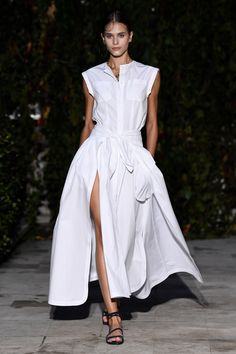 See all the looks from the show. Best Work Dresses, Simple Dresses, Casual Dresses, Dresses With Sleeves, Summer Dresses, Sleeveless Dresses, Girls Fashion Clothes, Fashion Dresses, Clothes For Women