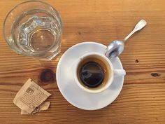 An Italian espresso expert reveals the right way to drink espresso. Italian Espresso, Espresso Coffee, Hot Coffee, Italian Drinks, Drinking, Tableware, Core, Signs, Amazon