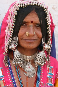 india - andhra pradesh by eugenia Tribal Women, Tribal People, We Are The World, People Around The World, Tribal India, Mode Boho, Folk Costume, Costumes, Ethnic Jewelry