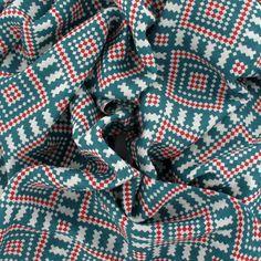 Space Invaders, étole by johanne - Vert http://www.by-johanne.com/foulards-nouveautes/1795-space-invaders-etole-by-johanne-vert.html