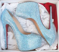 Image from http://www.sandalsfashionsale.com/images/large/alsfa/outins-Daffodile-160mm-Light-Blue-Strass-Pumps-543_02_LRG.jpg.