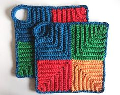 Very beautiful potholder pattern for easy control of hot pots and pans. This Retro Topflappen Variation by Heidi Ehlers is easy to match with your kitchen decor. They are pretty enough to hang on the wall on hooks or similar when not in use. The loop makes it easy, so you won't have to keep …