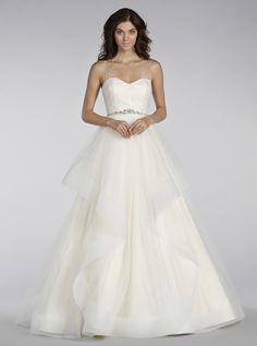 アクア・グラツィエがセレクトした、Blush(ブラッシュ)のウェディングドレス、BLU1409をご紹介いたします。