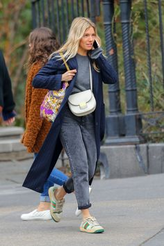 Winter Fashion Outfits, Boho Fashion, Autumn Fashion, Fashion Shoes, Casual Street Style, Street Style Looks, British Street Fashion, Sienna Miller Style, Chill Style