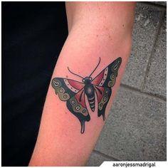 Tatuaggio farfalla - Butterfly tattoo #tat #tats #tattoo #tattooed #ink #inked #butterfly #butterflytattoo #naturetattoo #animaltattoo #fly #tattooideas Nature Tattoos, Yin Yang, Tatting, Butterfly, Ink, Bobbin Lace, Needle Tatting, Bowties, Needlework