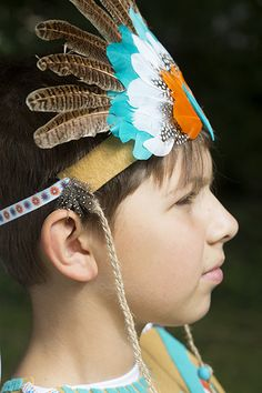 Disfraz para Carnaval !! Consigue en tan sólo 7 pasos tu propio tocado de plumas y ¡haz el indio en Carnaval! Manualidades ideales para niños y mayores!!