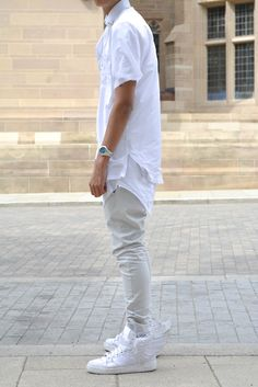 Not a fan of the shoes or the shirt collar, but longer white layers + bleached denim is nice.