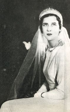Princess Elizabeth of Greece (1904 - 1955) on her wedding day, as featured  in a vintage French magazine. She was the middle daughter of Grand Duchess  Elena ...