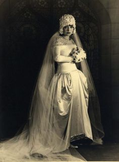 If I ever get married, I would so wear a gown like this. Clara Bow portrait by Eugene Robert Richee
